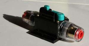 30A automatische zekering. Draaddikte tot 8mm.